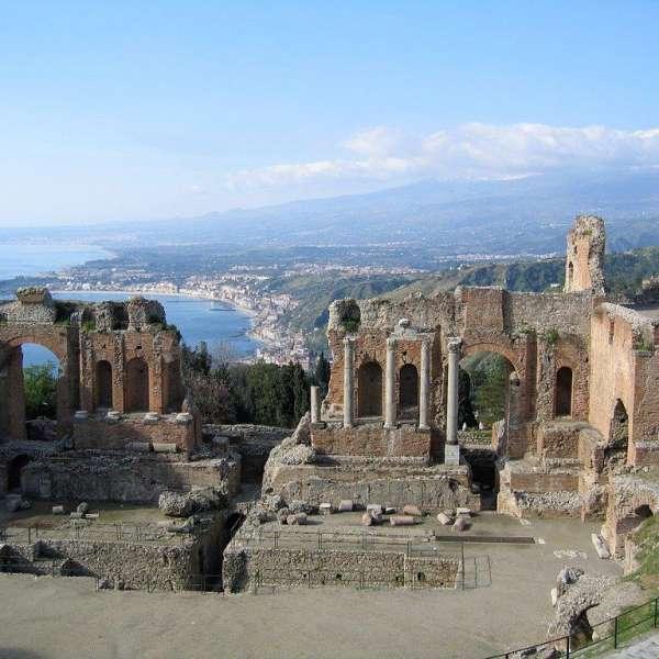 """Presentazione di """"The Mediterranean as a Plaza"""" e Round-Table Conference """"Scæna Mediterranea. Greek-Roman Theaters and Mediterranean Identities"""""""